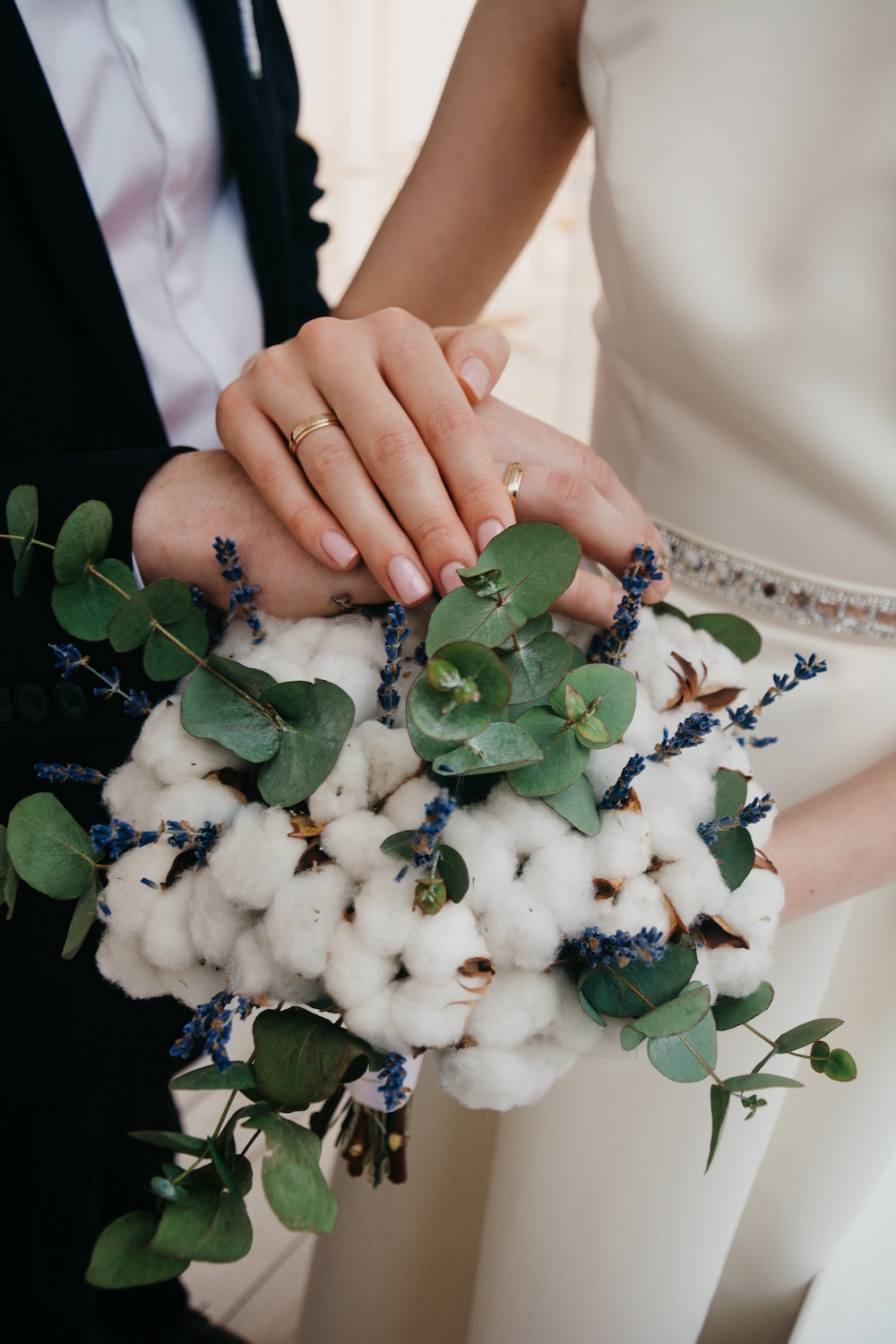 3 fresh takes on wedding bouquets orlando wedding planner the juxtaposition of class with the feel of serenity makes this a timeless bouquet and certainly a talking piece amongst guests 2 non floral textures izmirmasajfo